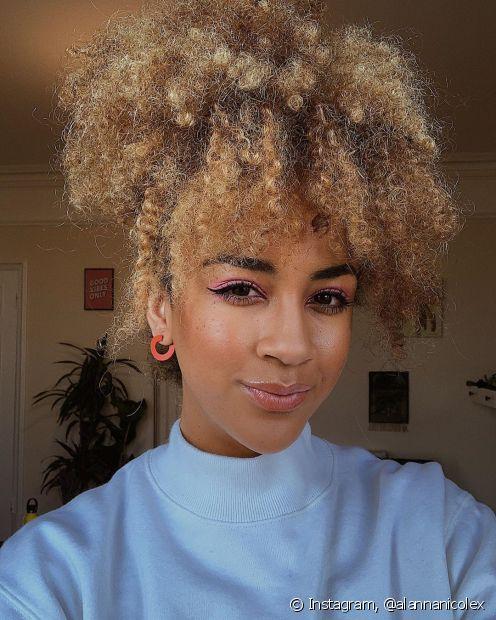 Negras com cabelo loiro combinam com as tendências da primavera/verão 2020 (Foto: Instagram, @alannanicolex)