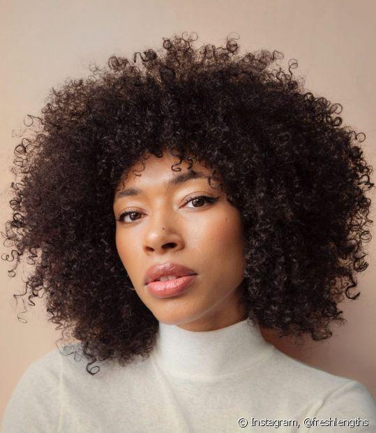 É negra de pele clara está pensando em mudar a cor dos seus fios? Conheça as melhores cores de cabelo para negras claras! (Foto: Instagram @freshlengths)