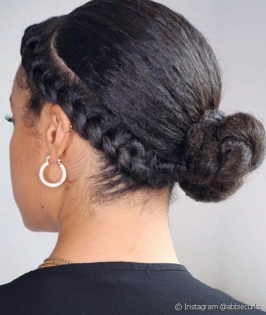 A trança lateral é delicada e charmosa nos cabelos cacheados e crespos (Instagram @abbiecurls)