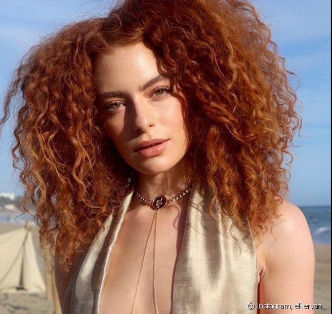 O cabelo ruivo acobreado é bem próximo ao tom de ruivo natural e também promete bombar nesse verão