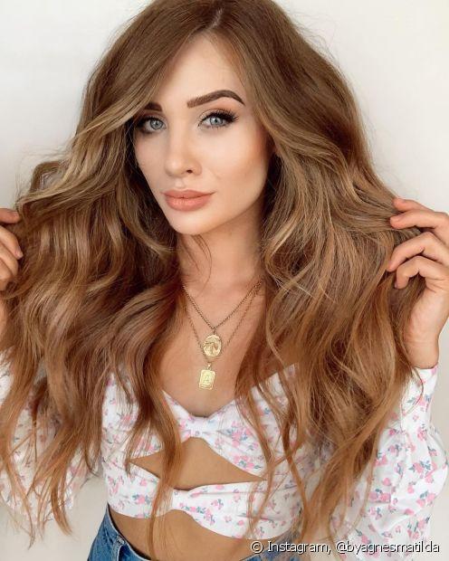 Quer cabelos longos? Saiba como o tratamento com suplemento capilar de cafeína e gengibre pode auxiliar no cronograma capilar para crescimento. (Foto: Instagram @byagnesmatilda)