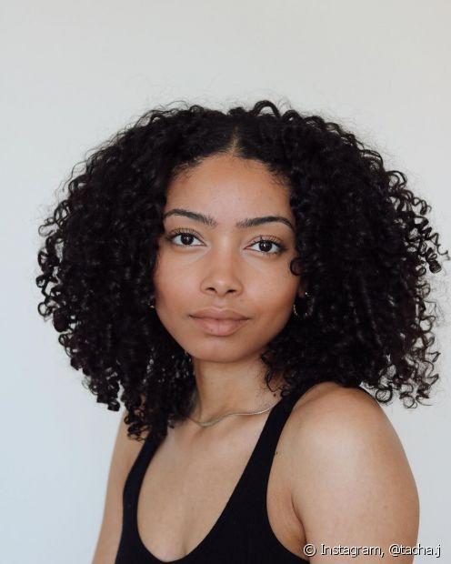 Máscaras ricas em vitamina para cabelo, suplemento capilar e o método de aplicação correto também são aliados na reconstrução capilar; confira as dicas. (Foto: Instagram @tacha.j)