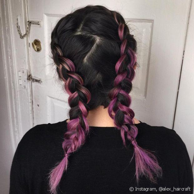 Penteados com tranças embutidas, como a trança boxeadora, são estilosos e fresquinhos para o verão. (Foto: Instagram @alex_haircraft)