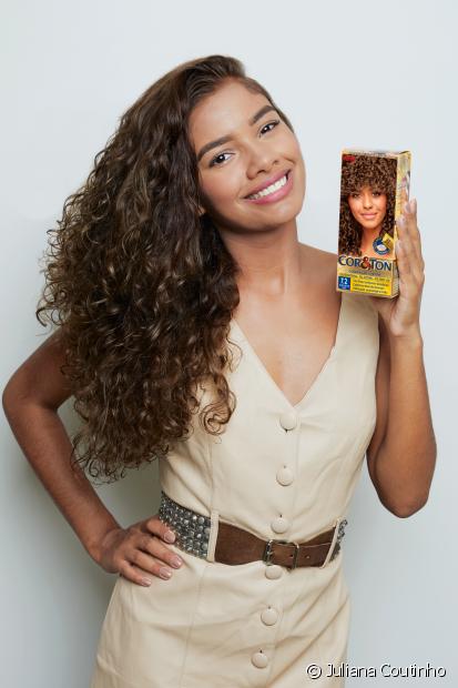 Quer saber como pintar o cabelo em casa e garantir uma coloração perfeita? Confira o passo a passo com fotos e as dicas do Fique Diva!
