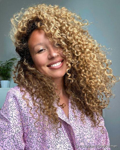 O cabelo tingido deve ser lavado com água fria para preservar a cor (Foto: Instagram @gigibolman)