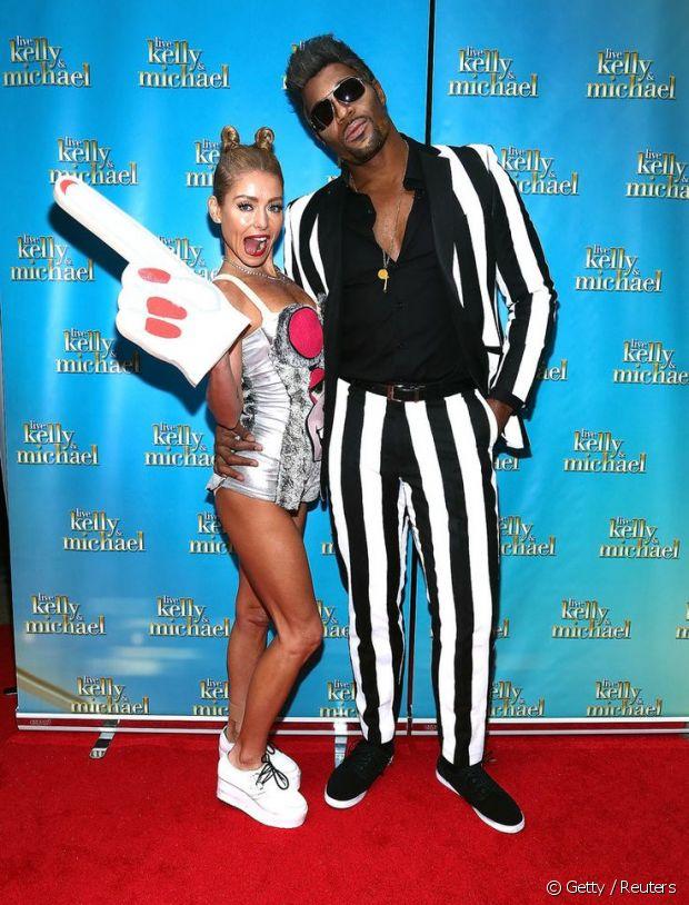 Para uma festa de Halloween em 2013, a dupla Kelly Ripa e Michael Strahan se fantasiou de Miley Cyrus e Robin Thicke