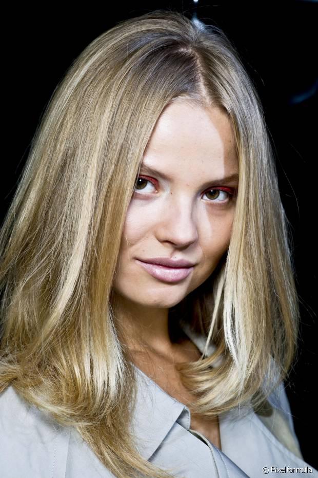 A hidratação semanal precisa fazer parte da rotina capilar de qualquer mulher, principalmente, para as de cabelos longos