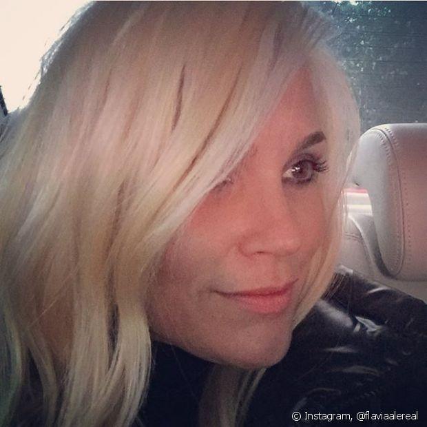 """Depois que Flávia Alessandra apareceu diva com fios platinados para a novela """"Eta Mundo Bom"""", a transformação despertou o desejo de clarear (mais ou pela primeira vez) o cabelo em muitas mulheres"""