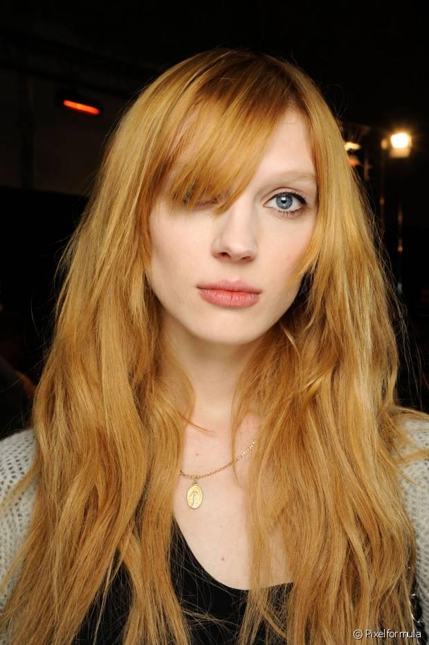 Mulheres que pintam o cabelo de vermelho podem sim usar a chapinha, mas de forma moderada. O uso diário pode clarear cada vez mais seus cabelos