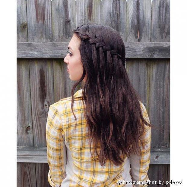 Um novo modelito de trança chegou para inovarmos os penteados de festa. A novidade se chama trança cascata (ou cachoeira) e já virou febre na internet