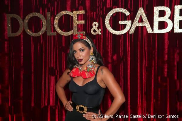 Anitta canta na festa DG Loves Brazil, promovida pela grife Dolce & Gabanna, que contou com a presença de muitos famosos