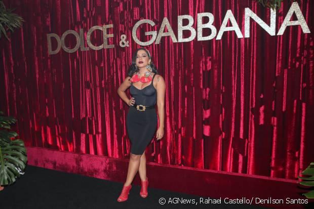 Anitta escolheu um look poderoso para se apresentar na DG Loves Brazil