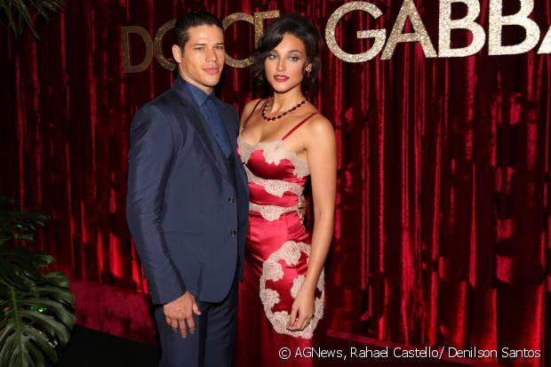 Débora Nascimento foi ao DG Loves Brazil na companhia do marido, José Loreto