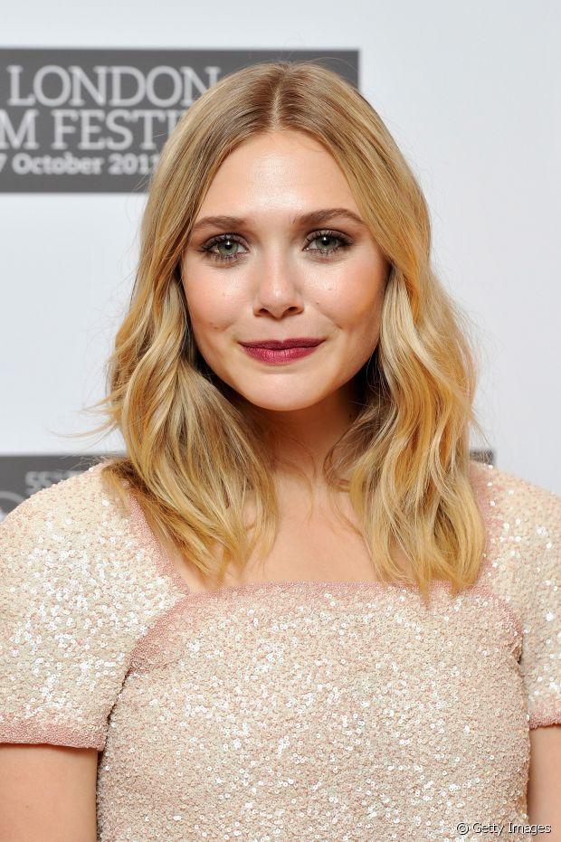 As famosas adoram finalizar o cabelo médio com ondulações