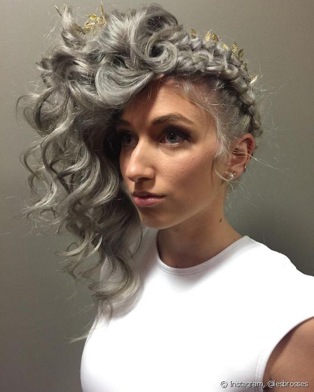 O granny hair (cabelo cinza) está fazendo a cabeça de algumas blogueiras internacionais