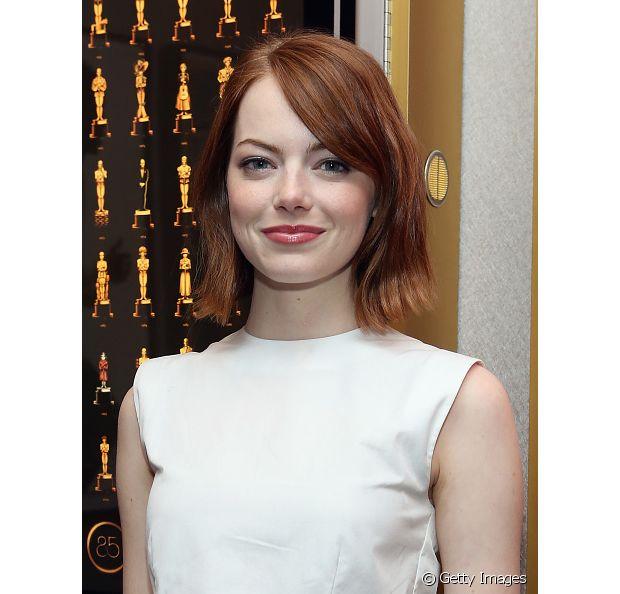 A atriz não usa somente a franjinha, um franjão jogado para o lado fica lindo também com os fios mais curtos