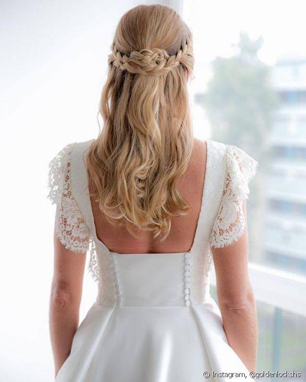 As noivas que não querem abrir mão dos fios soltos, podem adotar esse estilo semipreso para o grande dia