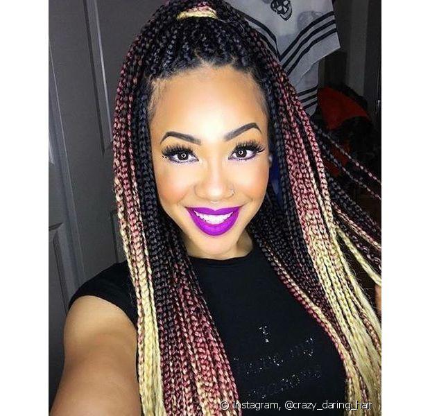 """As box braids, - sim, o nome não é """"trancinha"""" -, são feitas de material sintético, presas aos fios naturais da pessoa"""