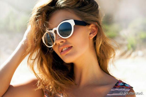 Se for para escolher um, vá de óculos escuros. Além de esconder as olheiras, eles ainda dão um up em qualquer visual!