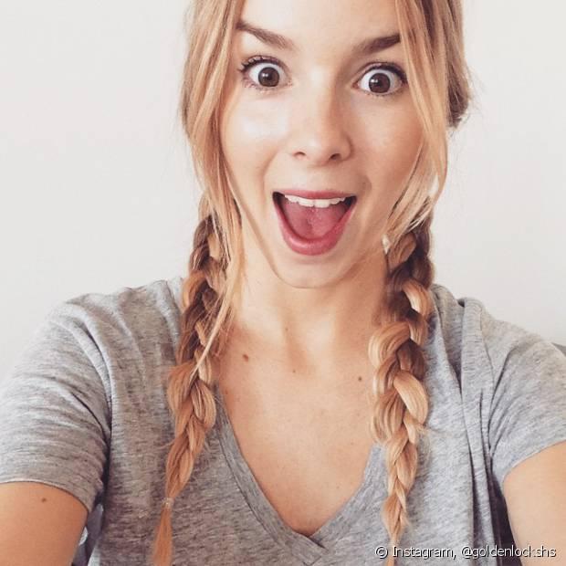 """Quem poderia imaginar que as famosas """"maria chiquinhas"""" da infância ganhariam status de penteado moderno feito com tranças duplas?"""
