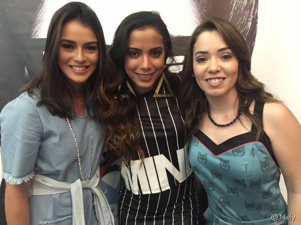 Mariana Saad, Anitta e Janaína Carvalho posam para fotos no lançamento exlusivo do clipe da música 'Bang'