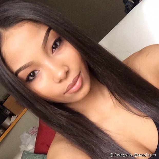 Mulheres de cabelos oleosos também podem usar óleo capilar
