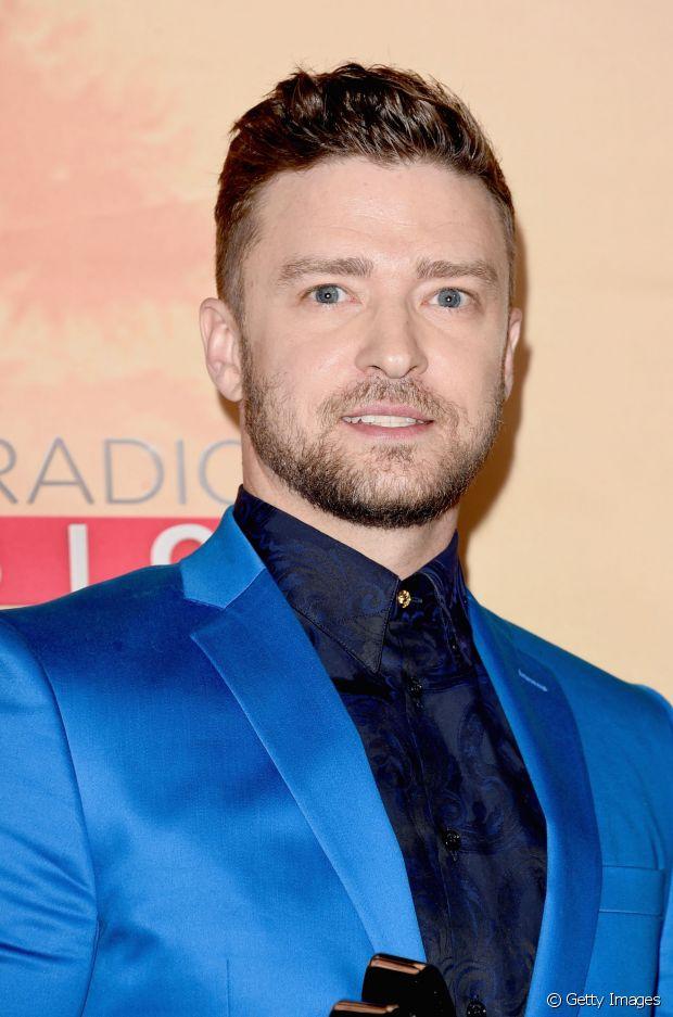 As laterais bem raspadas e o topete curto no centro renovaram o visual do cantor Justin Timberlake