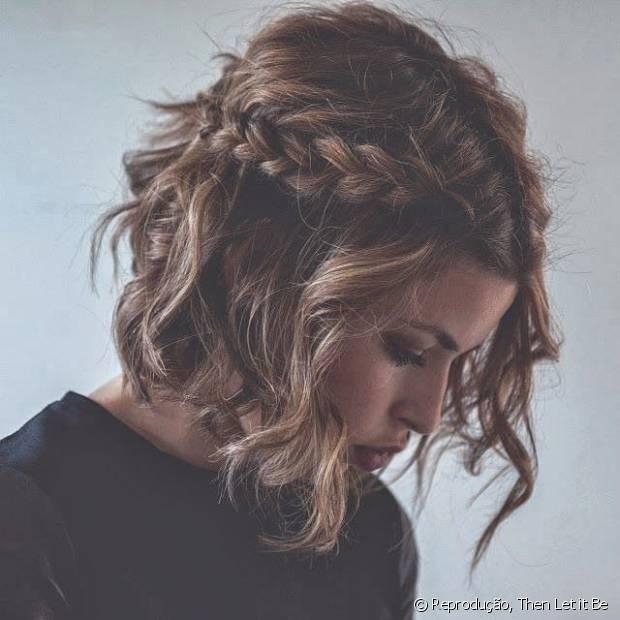 As mocinhas de cabelo curto podem apostar nas tranças laterais para deixar o look charmoso