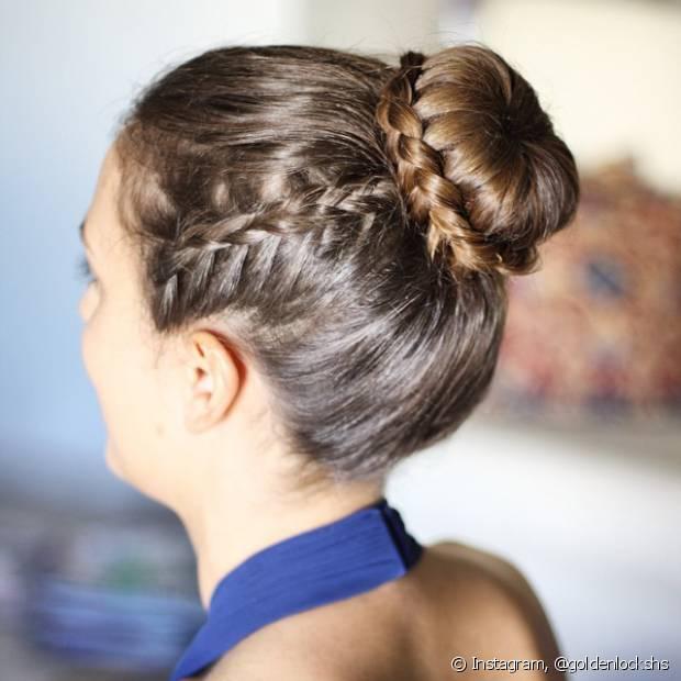 Sempre há como acrescentar tranças de raiz na lateral do cabelo e deixar a produção muito mais charmosa