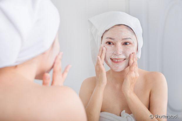 A gelatina incolor é um excelente esfoliante facial, sua pele vai ficar bem lisinha e macia