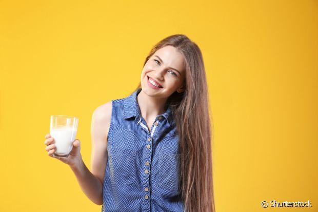 A reconstrução capilar de leite com ovo vai deixar seus cabelos hidratados