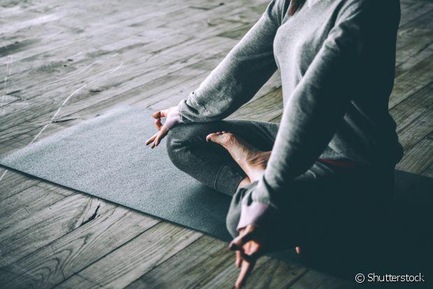 A meditação é uma ótima forma de encontrar o equilíbrio mental antes de dormir