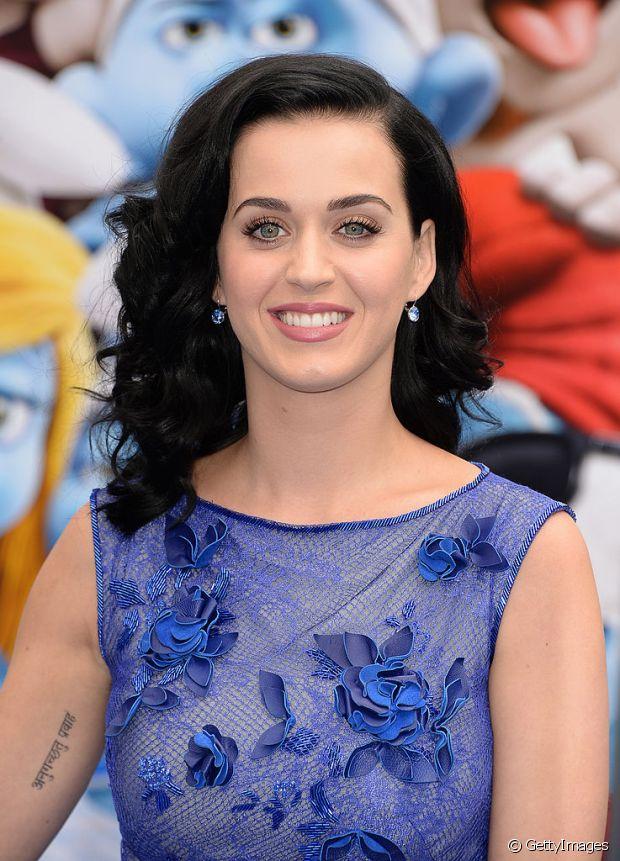 Aposte nos tonalizantes para dar mais brilho ao seu cabelo preto azulado