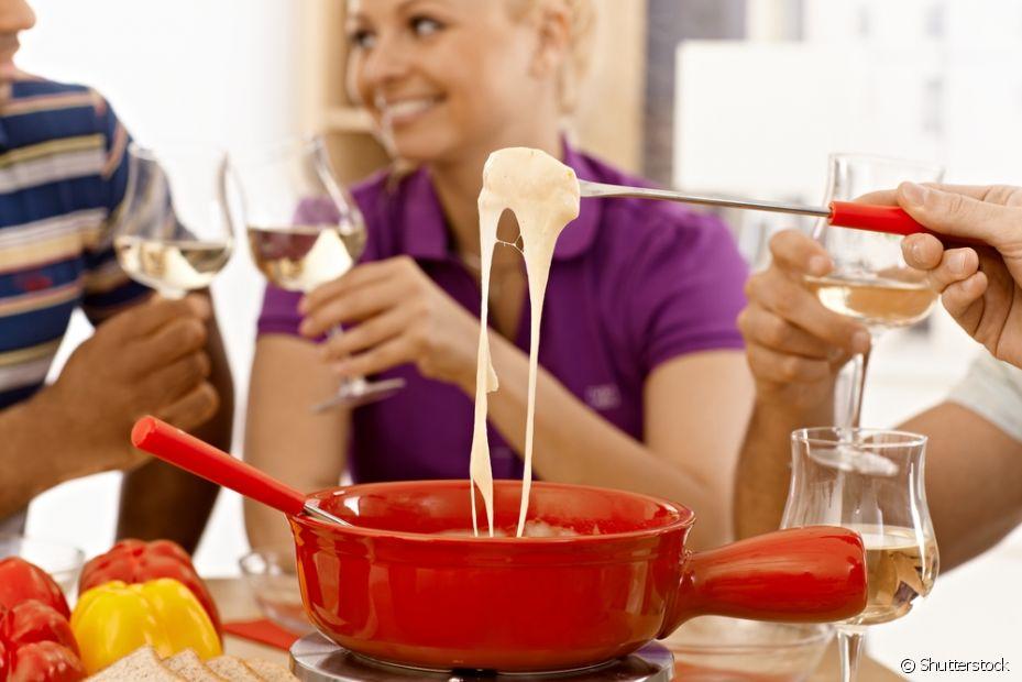 Que tal um fondue assistindo a sua série preferida com seus amigos no domingo?