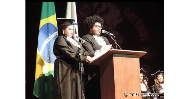 O casal se formou junto e Marina fez o discurso com os cabelos já cortados, contando com o apoio do namorado