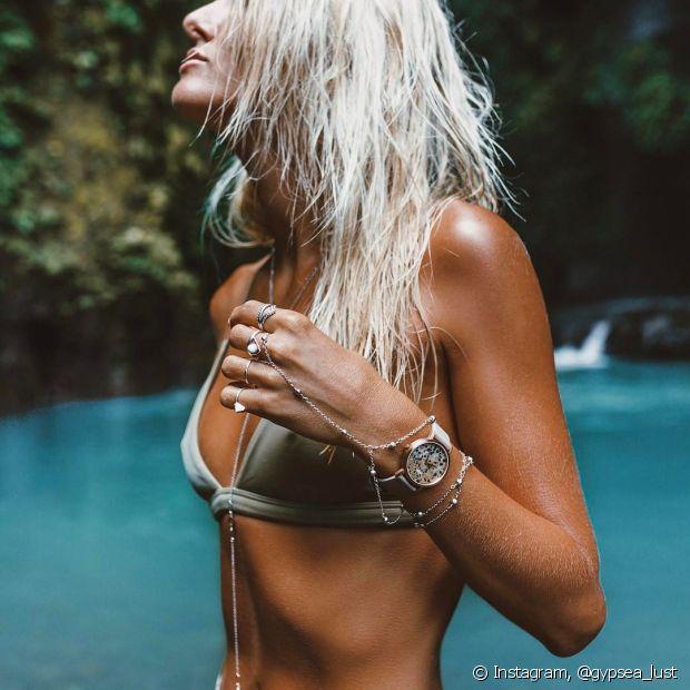 Use os produtos certos na hora de entrar na piscina para evitar que o cabelo fique verde