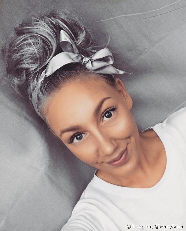 Seu cabelo platinado ficou cinza? Descubra como reverter a situação