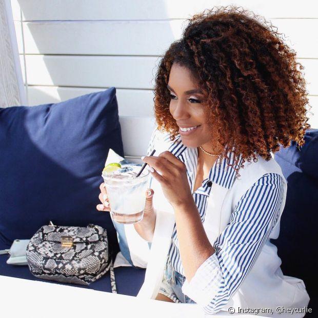 A hidratação de uma a duas vezes por semana é indicada não só para os cabelos crespos, como para todos os fios
