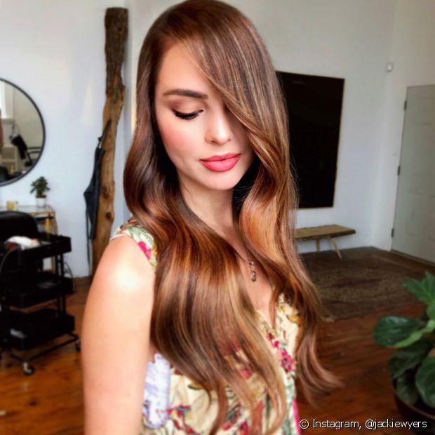 As donas de cabelos muito lisos devem tomar cuidado para não exagerar na quantidade de óleo de coco