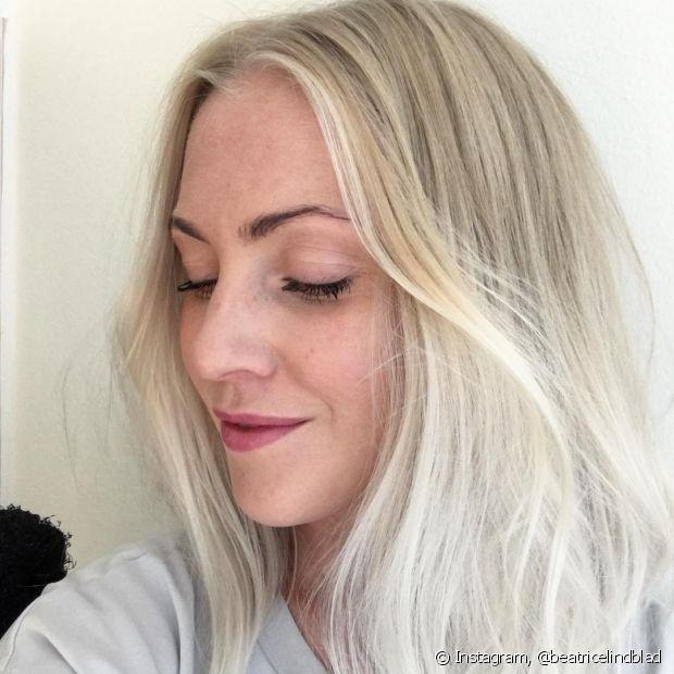 Os cabelos claros, em especial os loiros e platinados, costumam embolar com mais facilidade