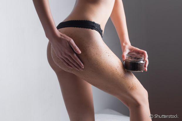 A cafeína é um ótimo estimulante sanguíneo e consegue diminuir as famosas celulites