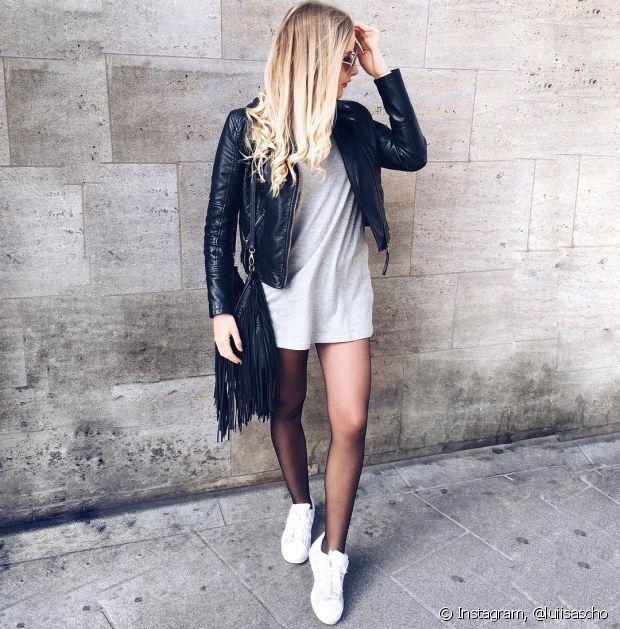 No inverno, o camisetão com jaqueta e meia-calça são a combinação perfeita