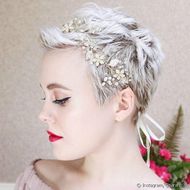 Se não tem habilidade com penteados, também vale usar acessórios para deixar seu pixie mais bonito