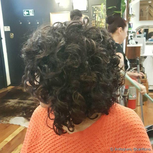 Para cuidar dos cabelos cacheados, Dayse procurou um profissional especializado e aprendeu a finalizar os cachos