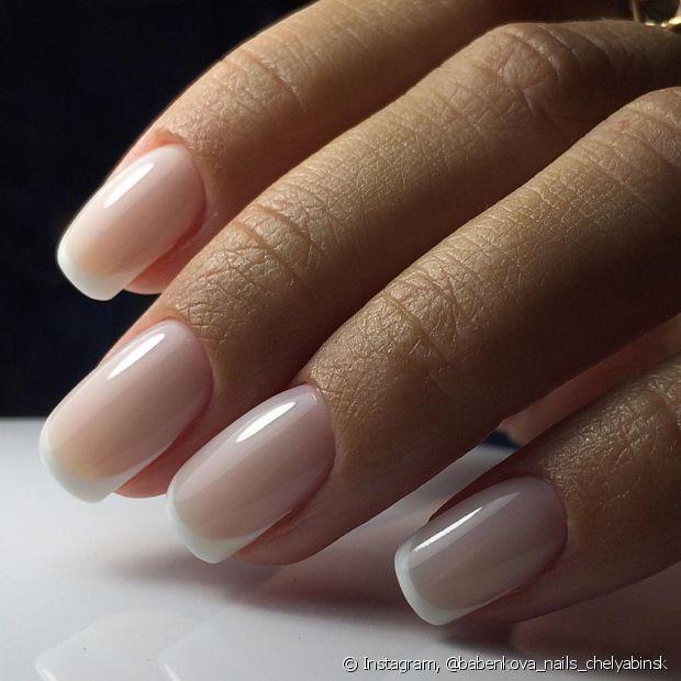 A unha fraca e quebradiça é uma dor de cabeça para quem ama manter a manicure sempre em dia