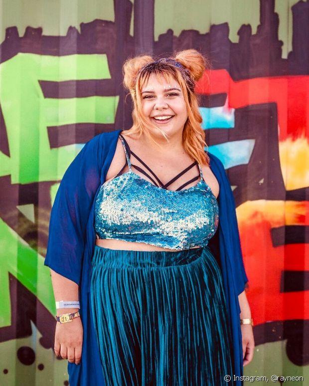 Raissa Galvão costura as próprias roupas e encontrou na moda uma forma de se expressar