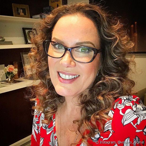 A apresentadora Regina Volpato saiu da televisão e explora seu lado jornalístico na internet