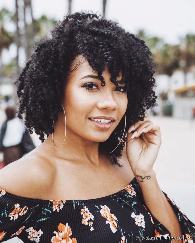 Os modelos repicados e laterais de franja são os mais indicados para os cabelos crespos