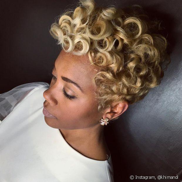 O pixie loiro pode ser feito em qualquer tipo de cabelo