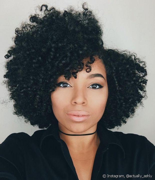 Use os curl formers nos cabelos úmidos, quase secos. Pode dormir com o acessório, se quiser